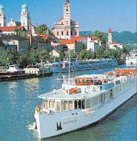 Photo of a tour boat on the Danube.